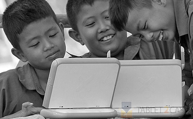 Thai governmnet gives tablet pcs to kids