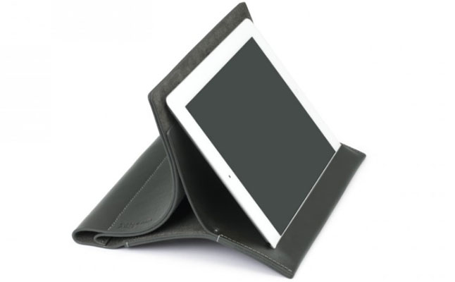 Leather Stand from Cote & Ciel screenshot